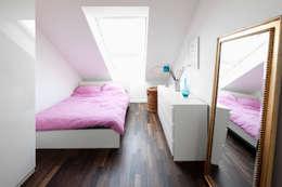 modern Bedroom by Corneille Uedingslohmann Architekten