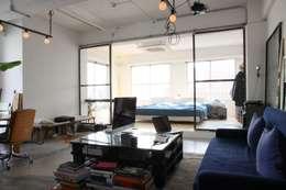 غرفة المعيشة تنفيذ HOUSETRAD CO.,LTD