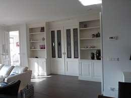 Interieur nieuwbouw villa Velddriel: klasieke Woonkamer door Villa Delphia