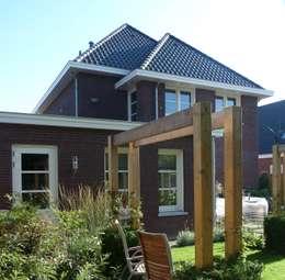 Tuin nieuwbouw villa Velddriel: klasieke Tuin door Villa Delphia