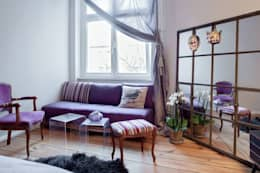 Camera da letto in stile in stile Moderno di Julia Kosina                                                                                                       Interior Design & Innenarchitektur
