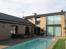 Balcones, porches y terrazas de estilo moderno por Marc Pérez Interiorismo
