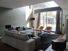 Salas/Recibidores de estilo moderno por Marc Pérez Interiorismo