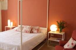 Masseria San Rocco: Camera da letto in stile in stile Mediterraneo di cristina mecatti interior design