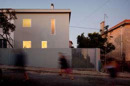 Maisons de style de style Méditerranéen par EXTRASTUDIO