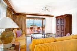 Suite Royal.: Salas de estilo ecléctico por MC Design