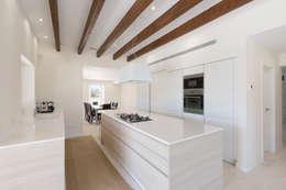 rustic Kitchen by ISLABAU constructora