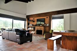 Casa Restrepo Botero: Salas de estilo clásico por WVARQUITECTOS