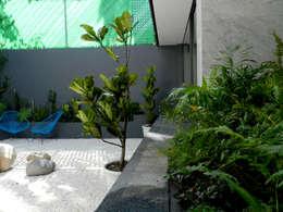 Jardines de estilo moderno por Paisaje Radical