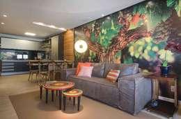Salas de estilo moderno por arqMULTI