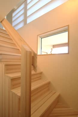 飾らない家/フレキシブルな空間: 加藤淳一級建築士事務所が手掛けた廊下 & 玄関です。