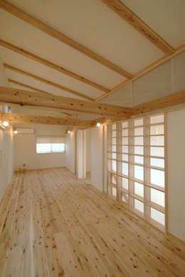 飾らない家/フレキシブルな空間: 加藤淳一級建築士事務所が手掛けた子供部屋です。