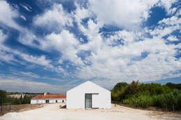 Projekty, nowoczesne Domy zaprojektowane przez Atelier Data Lda