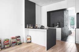 modern Kitchen by MIROarchitetti