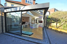 Garden/Living transition: modern Conservatory by Paul Wiggins Architects