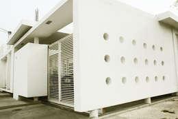 vivienda de la serie rectángulos : Casas de estilo minimalista por Eira Fernandez