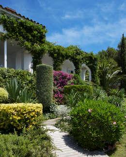 mediterranean Garden by ruiz narvaiza associats sl