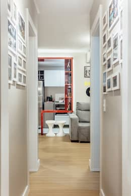 Pasillos y recibidores de estilo  por Ambientta Arquitetura