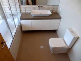 Baños de estilo  por Happy Ideas At Home - Arquitetura e Remodelação de Interiores