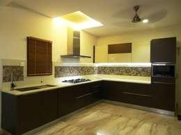 Maddineni Residence: modern Kitchen by Freelance Designer