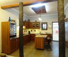 A cozy cottage feel Home.: modern Kitchen by Freelance Designer