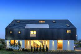 Casas de estilo moderno por mlnp architects