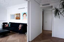 Salas / recibidores de estilo mediterraneo por Singularq Architecture Lab
