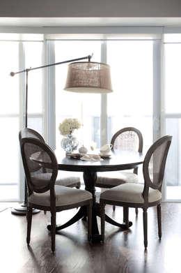 Appartement, 2012: Salle à manger de style de style Classique par ANNA DUVAL