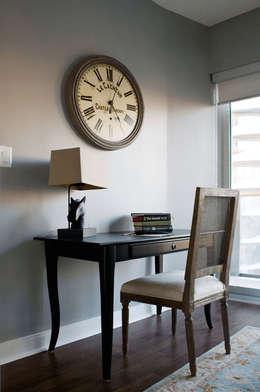 Appartement, 2012: Bureau de style de style Classique par ANNA DUVAL