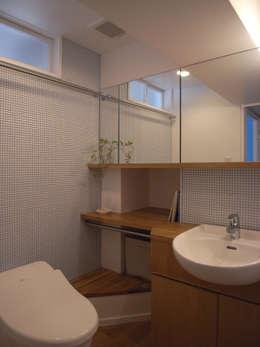 scandinavian Bathroom by ヤマトヒロミ設計室