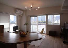 scandinavian Living room by ヤマトヒロミ設計室