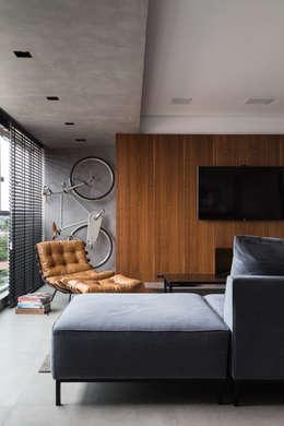 minimalistische Woonkamer door AMBIDESTRO