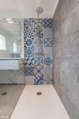 modern Bathroom تنفيذ Pixcity
