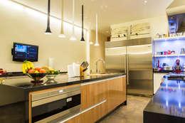 Casa La Estancia: Cocinas de estilo moderno por DLPS Arquitectos