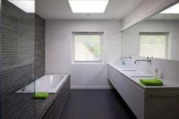 minimalistische Badkamer door Niko Wauters architecten bvba