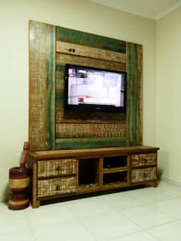 Móveis Rústicos e Demolição: Sala de estar  por Art's Rústicos Móveis