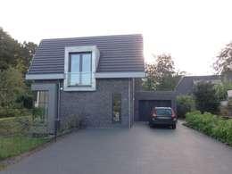 Villa te Hattem: moderne Huizen door ir. G. van der Veen Architect BNA