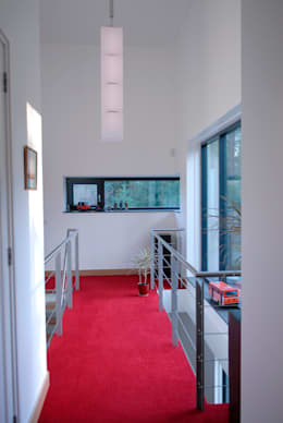 Bosvilla:  Gang en hal door ir. G. van der Veen Architect BNA