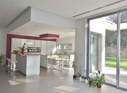 Cuisine contemporaine: Cuisine de style de style Moderne par Sarah Archi In'
