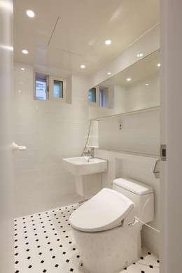 우리집 거실을 영화관으로 21평 신혼집 빌라인테리어: 홍예디자인의  화장실