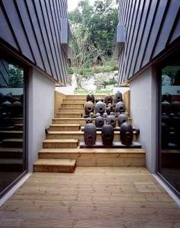 세자매 하우스 : 예공건축 의  베란다