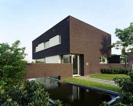 Engelman Architecten BV: modern tarz Evler