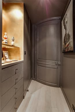 modern Corridor, hallway & stairs by cristina velani