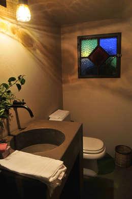 Baños de estilo moderno por Estudio Moron Saad