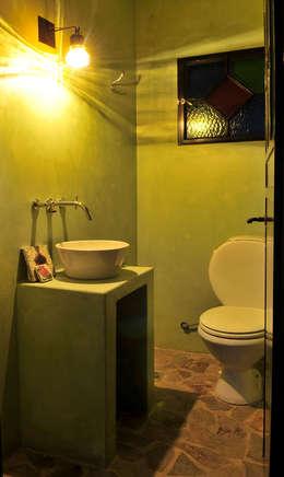 Encuentro: Baños de estilo moderno por Estudio Moron Saad