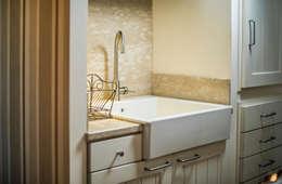 Baños de estilo moderno por Giuliana Andretta Architetto