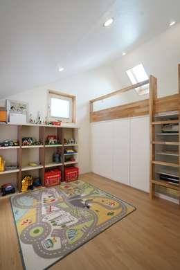 Dormitorios infantiles de estilo moderno por ADMOBE Architect