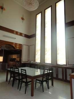 Duplex Lobby: classic Living room by S.S. Design Studio
