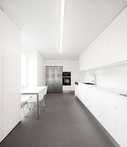 moderne Keuken door OW ARQUITECTOS I simplicity works | geral@ow-arquitectos.com