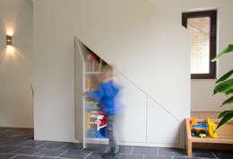 Woonhuis Landgraaf: moderne Woonkamer door Ontwerpbureau Op den Kamp